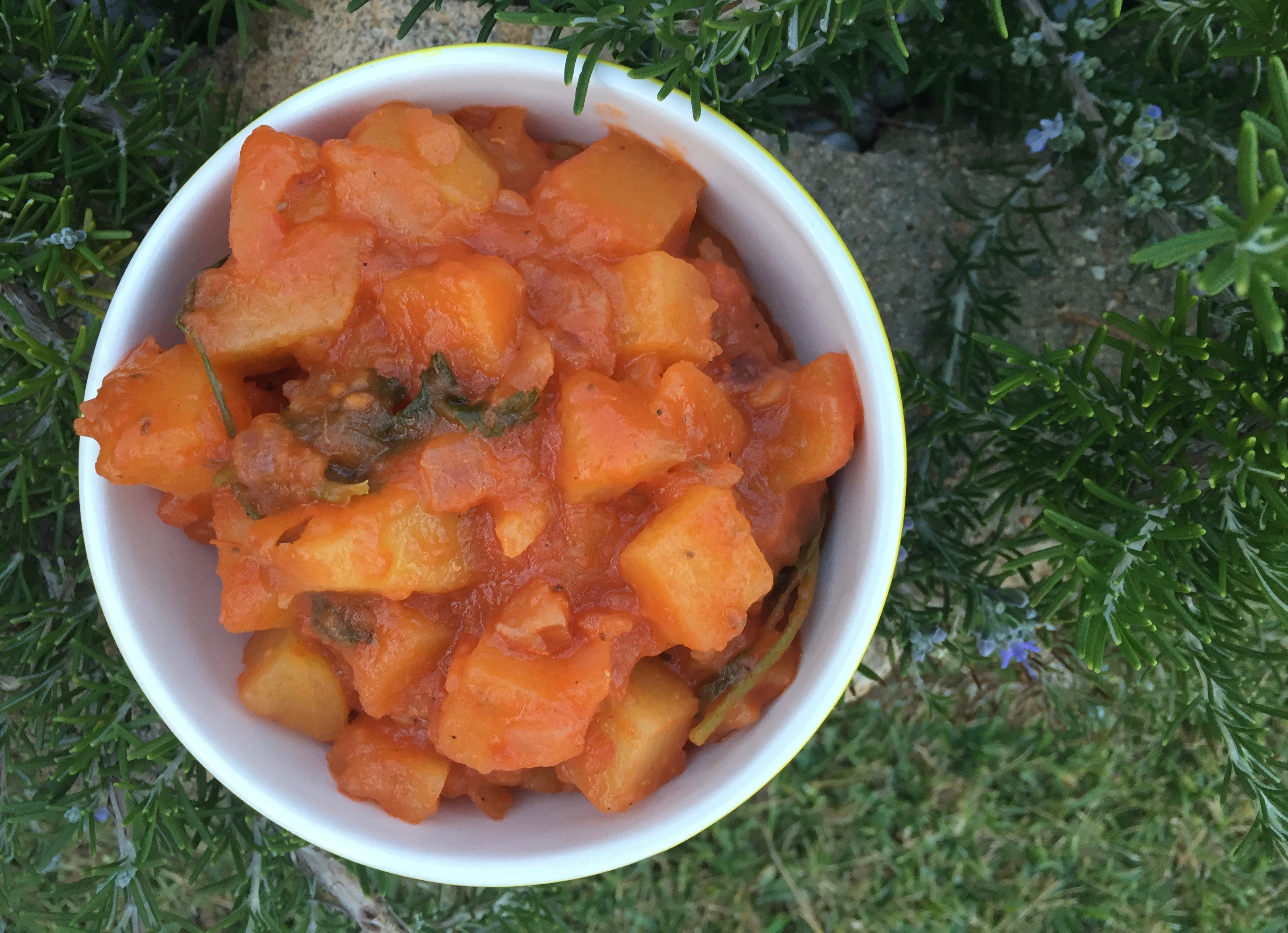 Mediterranean Potatoes in Tomato Sauce