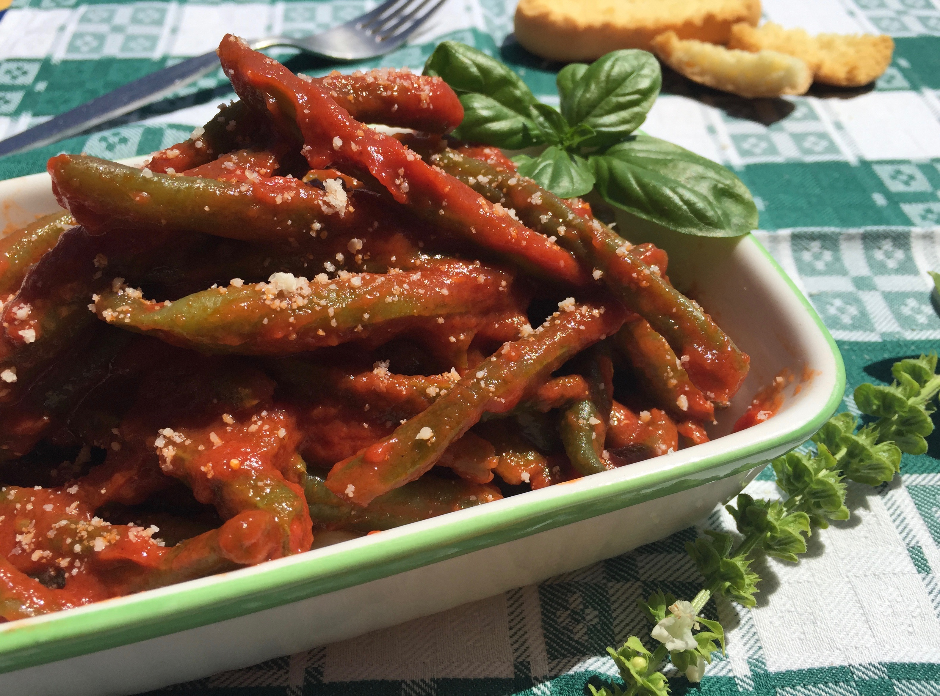 Green Beans in Spicy Tomato Sauce